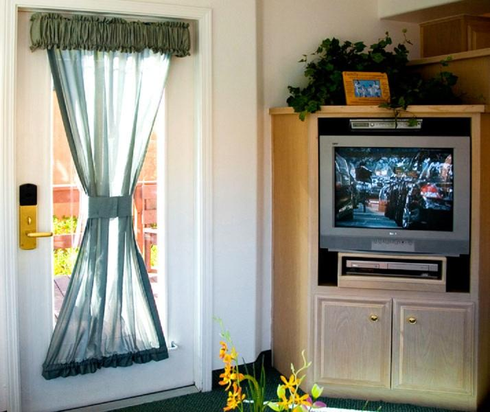 TV, Free Wifi, DVD player and radio