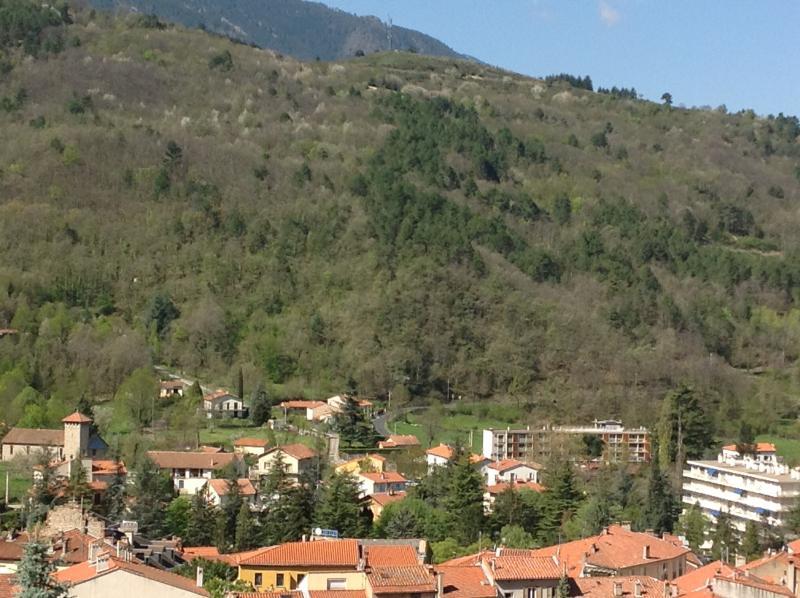 vue sur les montagnes environnantes .