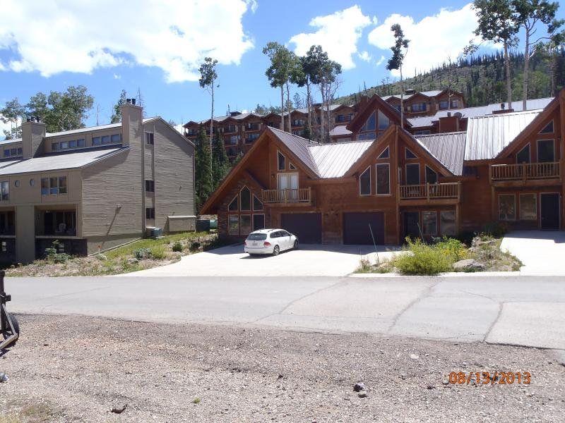 New & Cozy, close to lifts, tubing, and restaurant, vacation rental in Brian Head