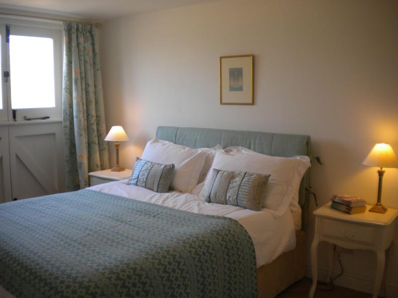 Lime cottage kingsize bed