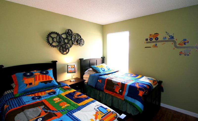 Twin Bedroom1