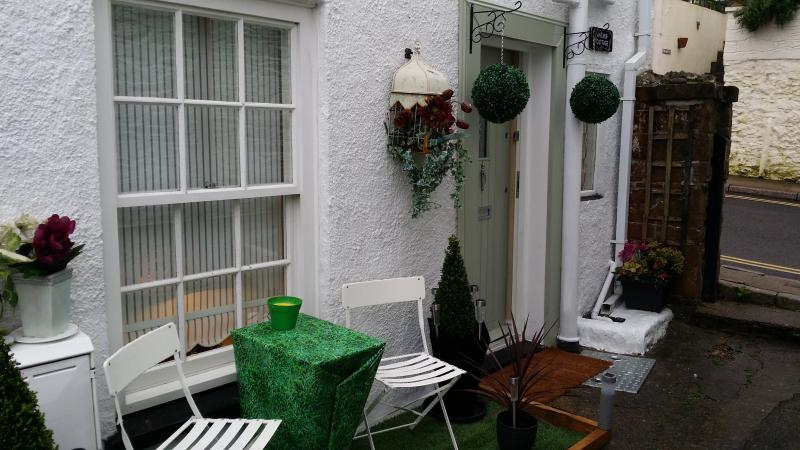 Anchor Cottage sought after location Brixham near Marina harbour and town centre, holiday rental in Brixham