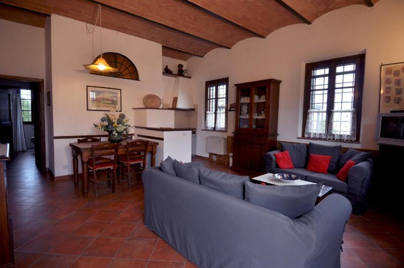 apartment - GLICINE -, vacation rental in San Rocco a Pilli