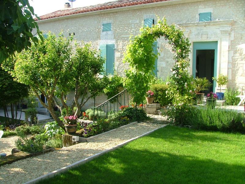 Maison du Ruisseau - a secret garden!