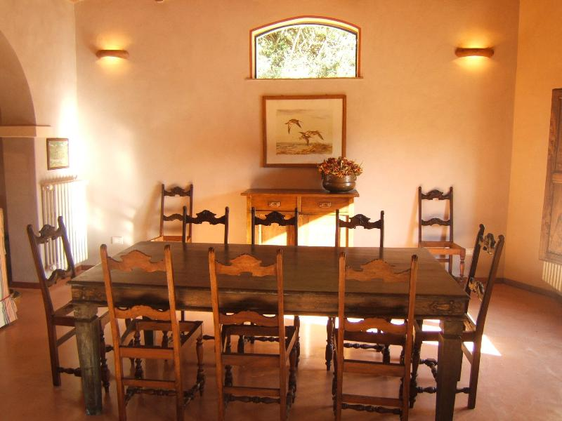dining room for eating Tuscan style ( a cook can be supplied )