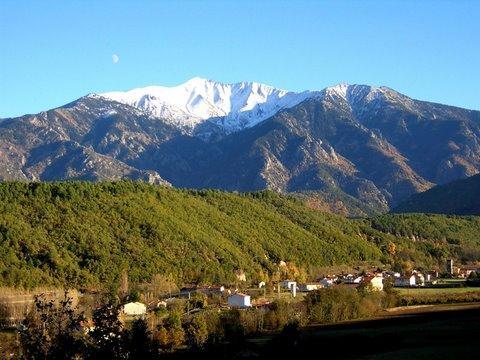 The canigou mountain dominates the skyline from Gîte