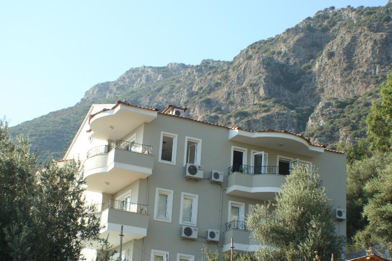 Apartment with Taurus Mountains