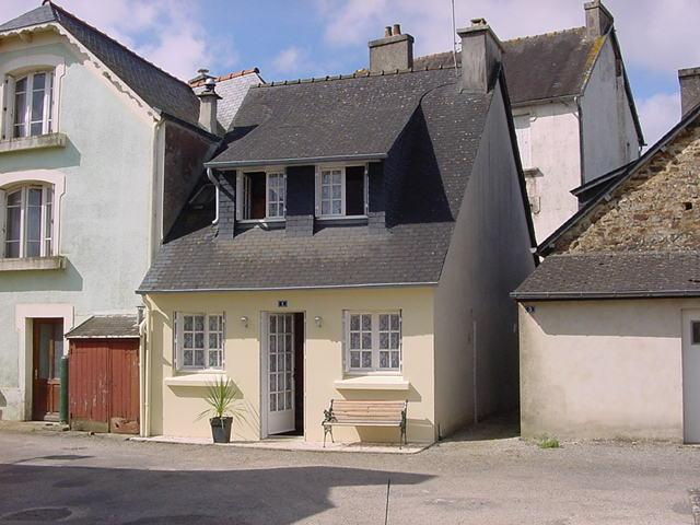 Lovely cottage, Gite with log fire with FREE WIFI, holiday rental in Finistere