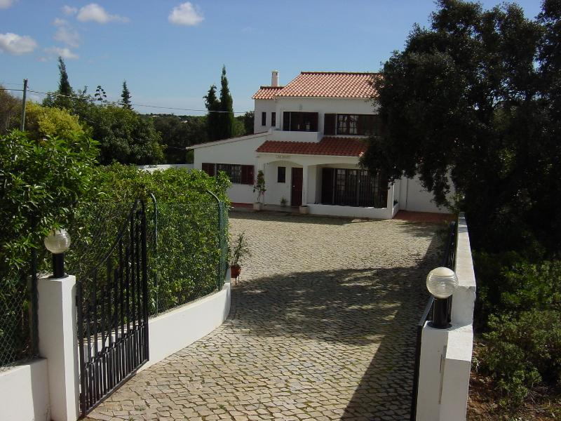 Enter Casa da Oliveira
