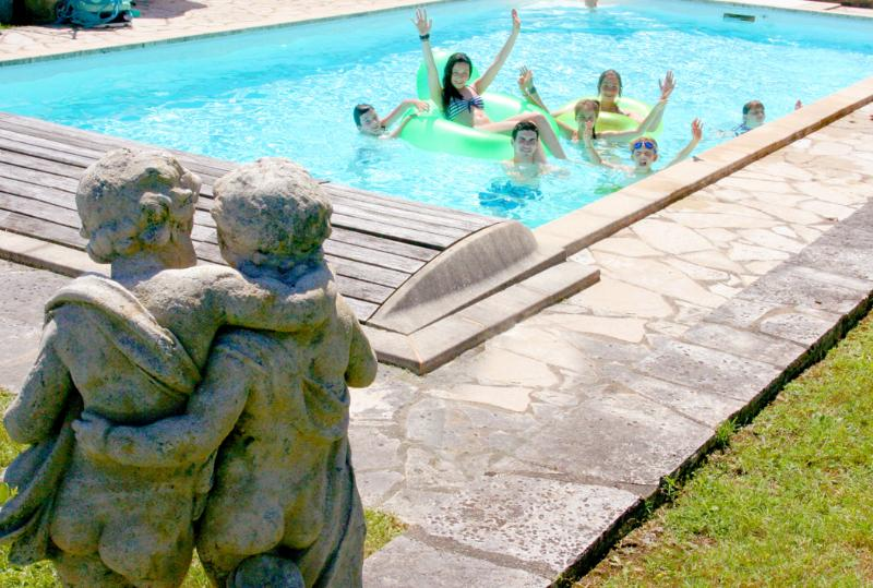 Not supervised bathing So a parent should ALWAYS stay by the pool when their children are swimming