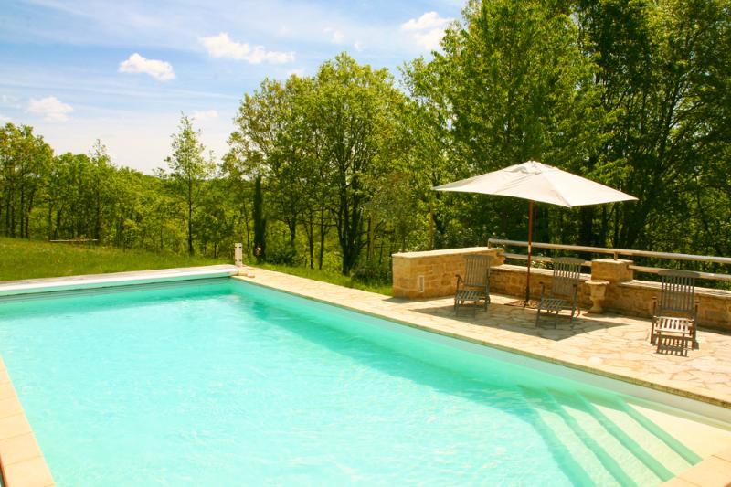 Climatizada 5x12m piscina, como balneario y Aquabike por un lado, protegido por un campo vallado y la parte superior plana