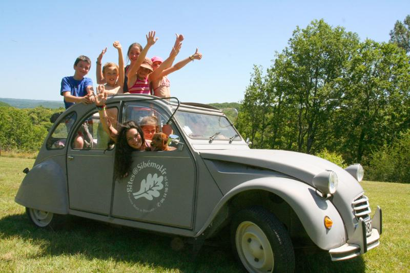 We can offer you to visit the Perigord with our 2CV or with our Monospace for 7 passangers
