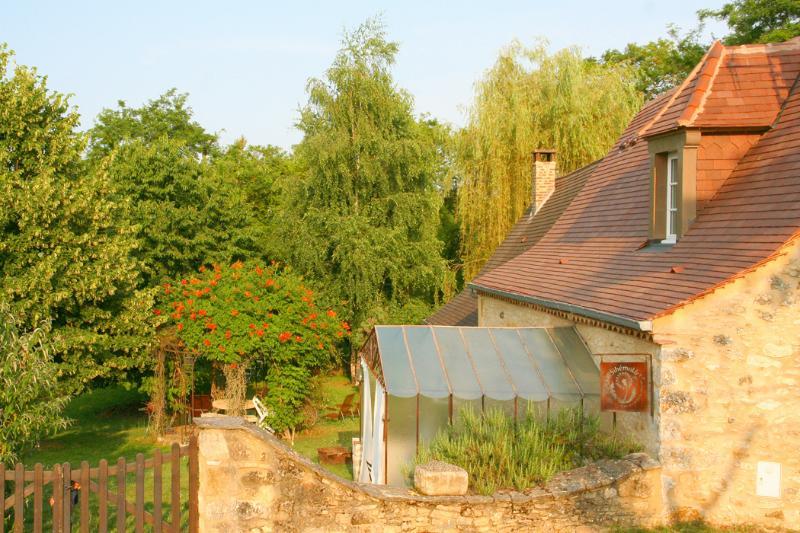 Propiedad hecha de 2 aldeas en 12 acres dentro de un jardín privado cercado de 1500m2 para esta granja