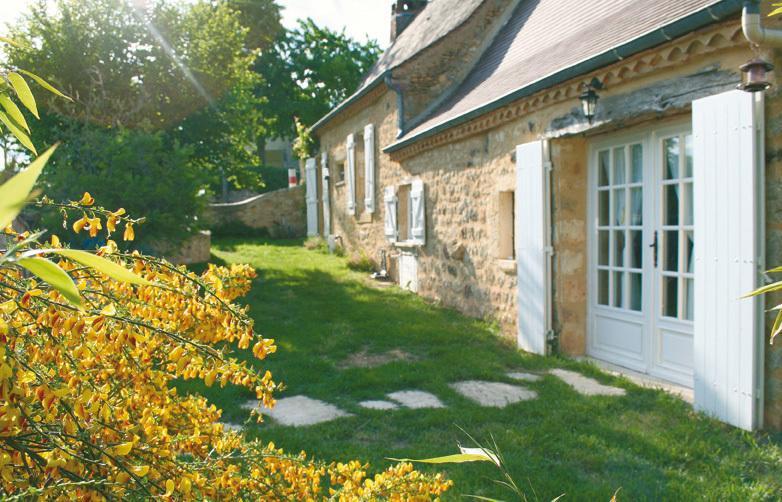 Lado sur de la casa. Cottage con Encanto 4 Estrellas estándar 100m2 / 1076 sqft durante 8 Pers