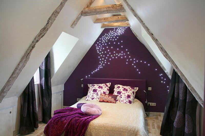 Bedroom Upstairs with a milky way on the walls ! Queen Size Bed, Air Cond. Tv Dvd Vhs Player