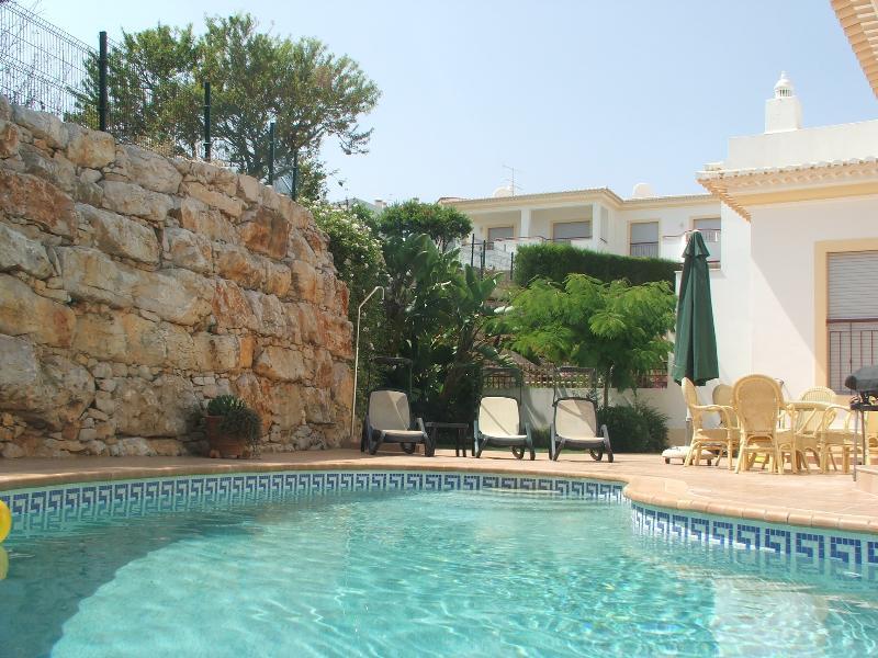 Isolement parfait est garanti, sur la grande terrasse à ce cadre magnifique près de la piscine