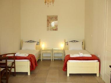 Twin bedroom(the single beds can form a king-size bed without a gap between the matresses)