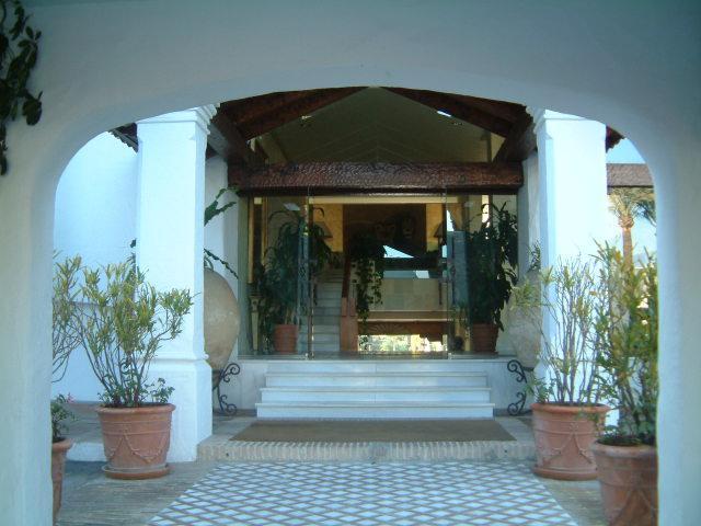 La Alcazaba ingresso che conduce alla reception 24 ore su 24