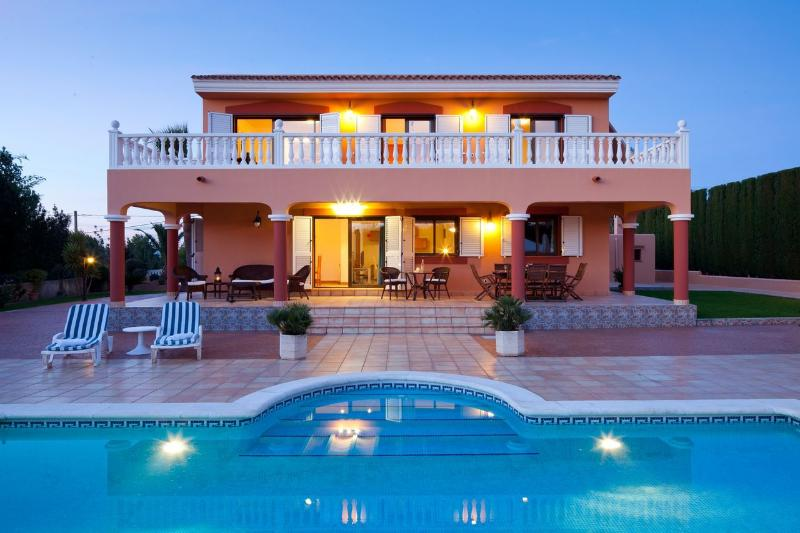 Beautiful 6 bedroom villa near Ibiza Town with private pool, air-con & Wifi