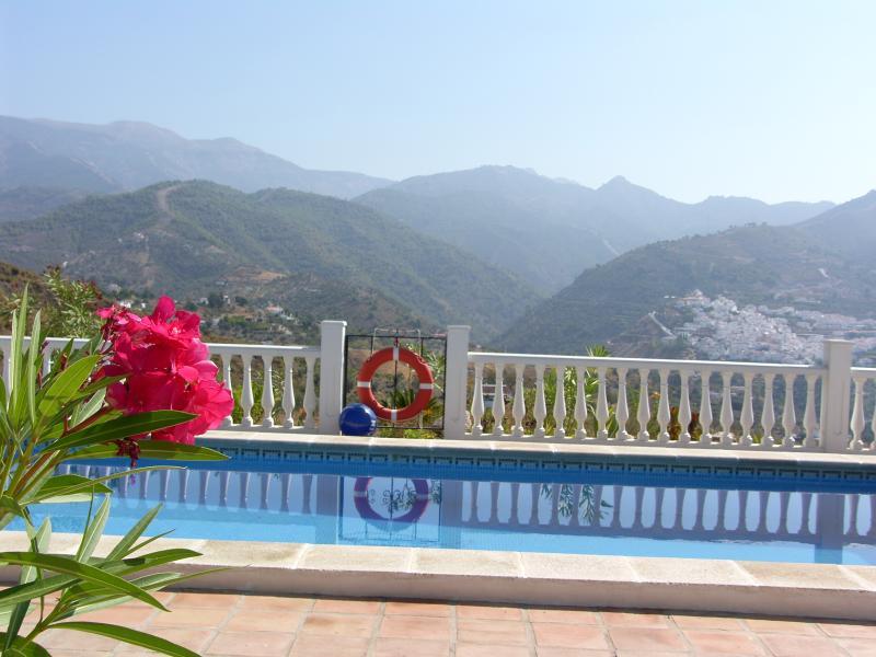 Enjoy the sun sat by the pool !!!