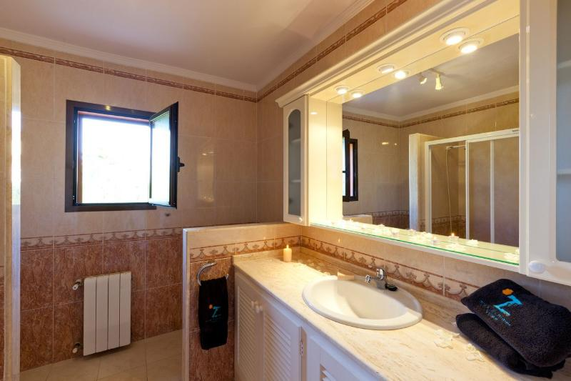 One of the villas four bathrooms. All bathroom towels are provided.