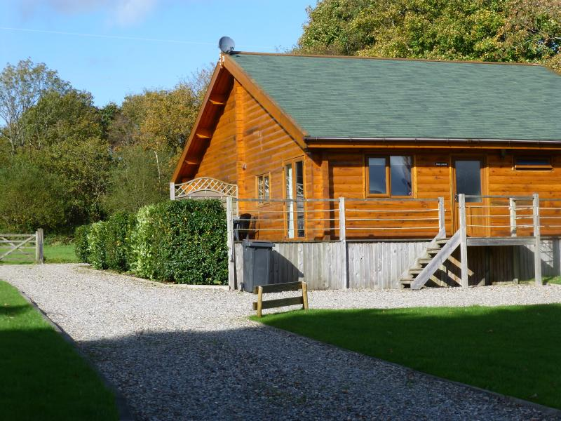 Cedar Lodge a spacious 3 bedroom 5 Star Canadian Log Cabin