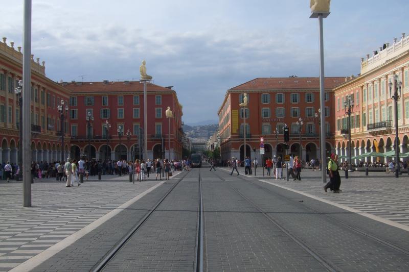 Place Massena - meravigliosa piazza con un sacco di divertimento.