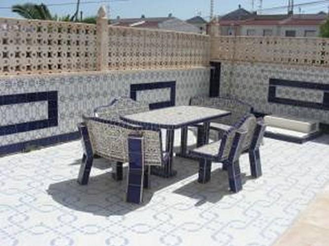 salle à manger à l'extérieur de la piscine idéal pour barbecue