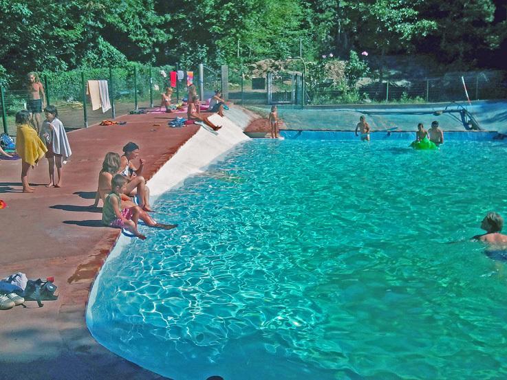 La piscine à l'eau de source