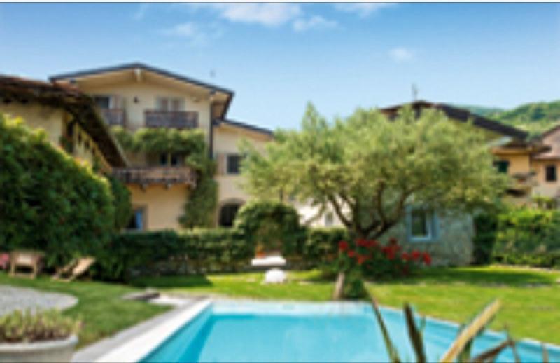 B&B Casa del Nonno,relax,piscina in Peonia room, holiday rental in Zandobbio