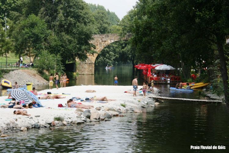 Góis river beach
