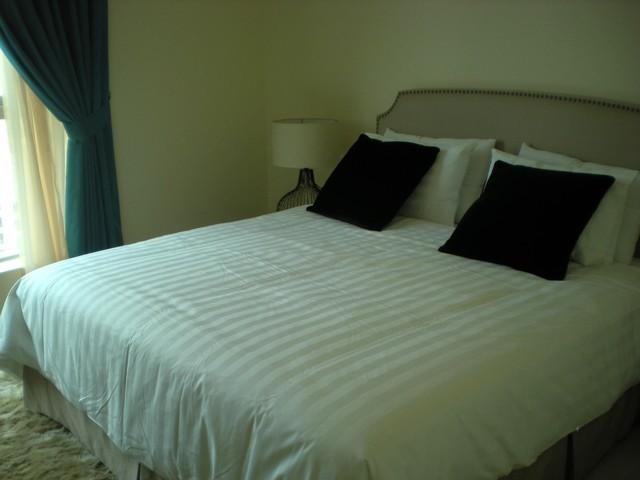 Suíte Master com cama de 6 pés, casa de banho privada e zona de vestir mais vistas sobre a Marina.