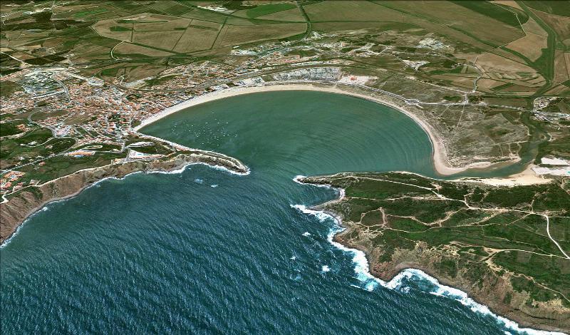The bay of Sao Martinho do Porto