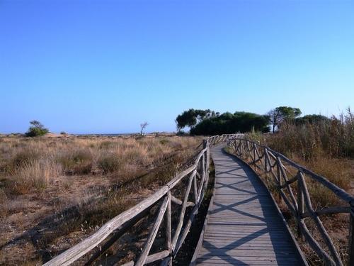 Passerella per l'accesso alla spiaggia all'interno della riserva ' Foce Fiume Belice&