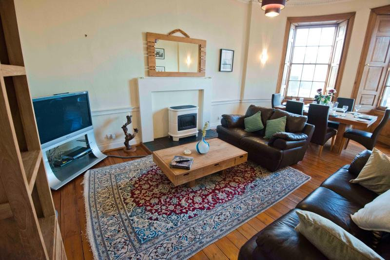 Large lounge, big windows, with 42' TV, comfy sofas, dining table and great views