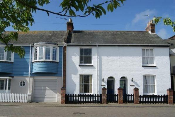 2,Quay Road, Holiday Cottage on The Quay in Lymington. Fantastic location!!!