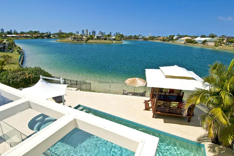Luxury Gold Coast Waterfront Holiday Villa- Winner best family holiday home, aluguéis de temporada em Mudgeeraba