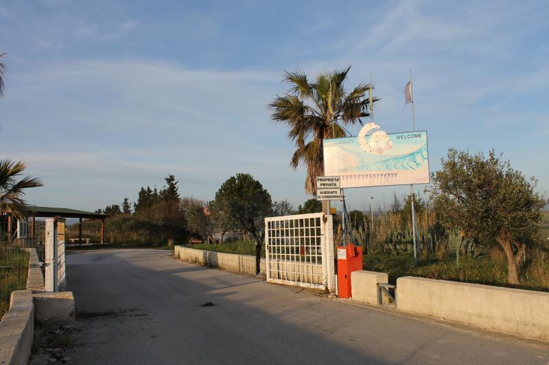 Ingresso di 'Casa Elisa' si trova all'interno del villaggio residence 'La Fenice