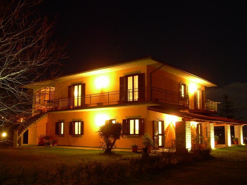 Iris - appartamento in agriturismo (2 posti letto), vacation rental in Montefiascone