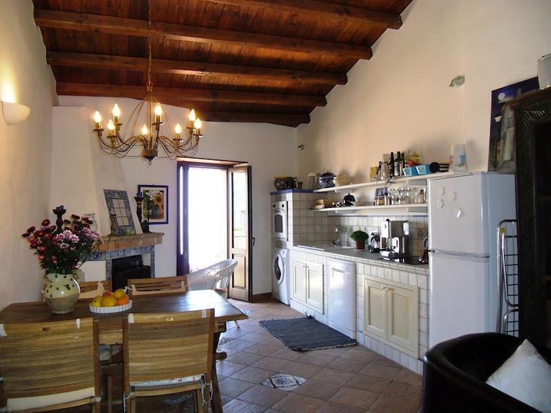 Gemütliche Wohnküche — Cosy kitchen-cum-livingroom