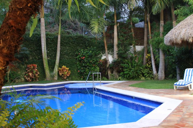 Heated Pool & Hot Tub. Private Garden