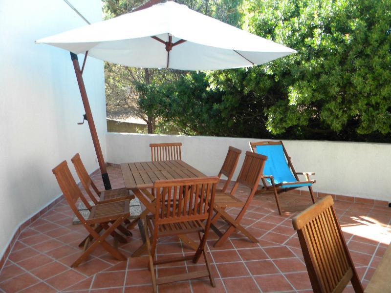 La veranda sulla quale è possibile consumare i pasti, rilassarsi e organizzare barbecue