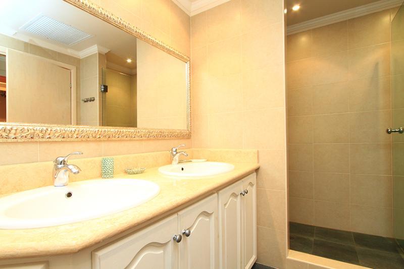 Master Bedroom- en-suite bathroom