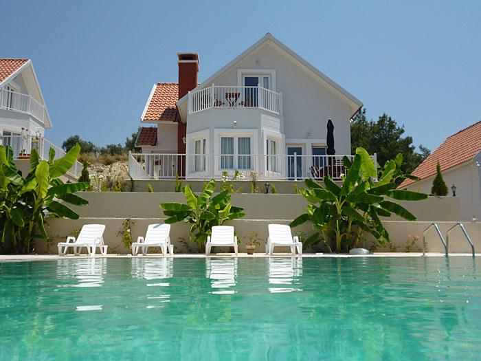 The villa faces the pool