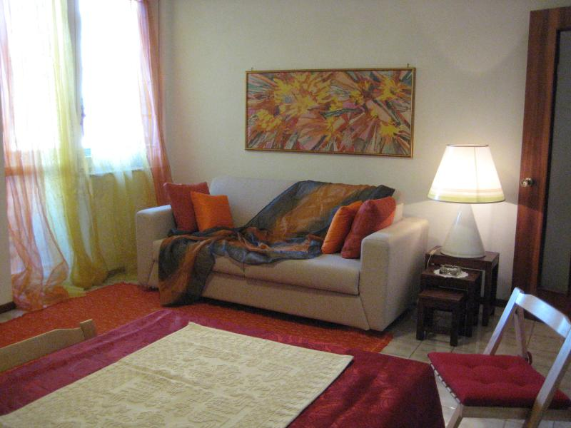 Flat in Cagliari with a parking in the garden, holiday rental in Cagliari