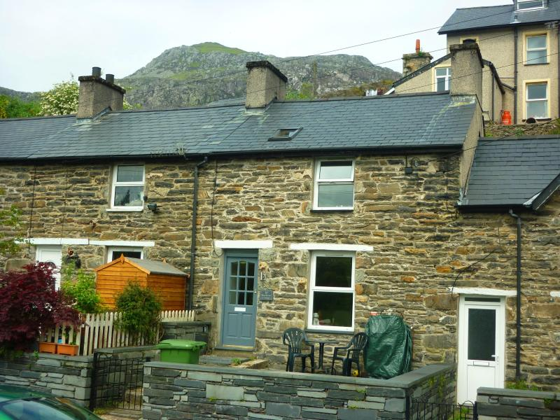 Renovated miner's cottage with lovely open views over stream and countryside