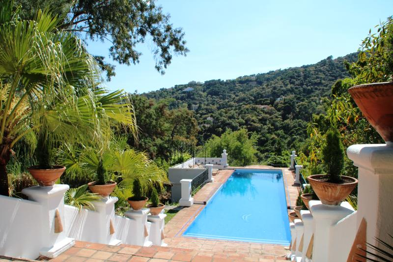 Villa Lampara, luxury 7 Bedrooms private villa , with service staff onsite, holiday rental in Benahavis