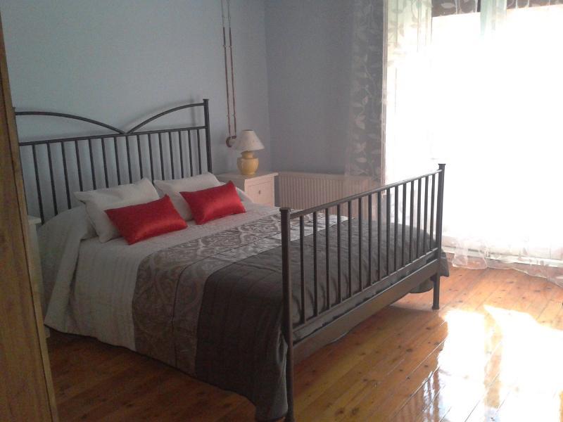 Habitaciones dobles con cuarto de baño y televisión. Confortables y acogedoras.