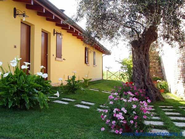 Tenuta Santa Maria Agriturismo, holiday rental in Province of Teramo