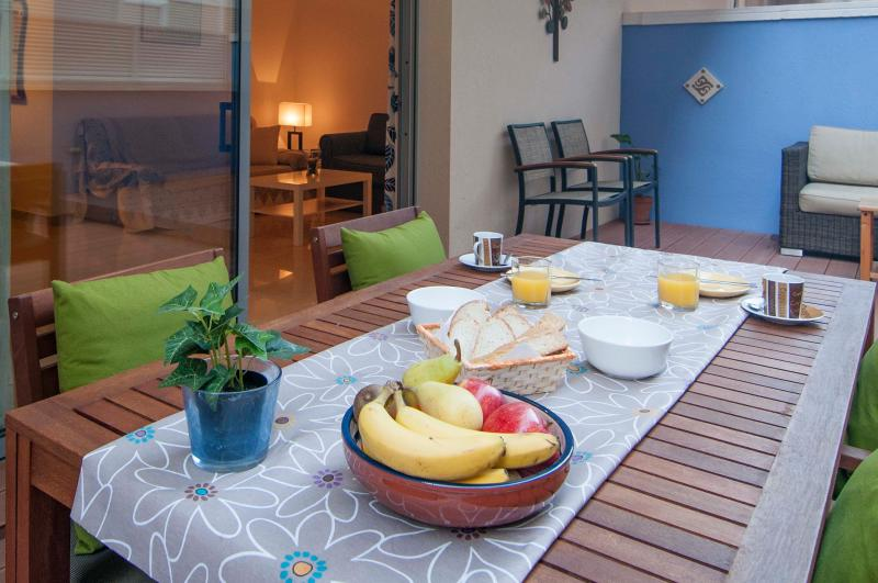 JUAN: 1 MINUTE TO BEACH-HUGE TERRACE – semesterbostad i Sitges
